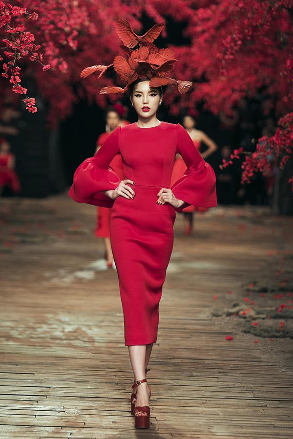 Hoa hậu Kỳ Duyên làm vedette trong show Đỗ Mạnh Cường
