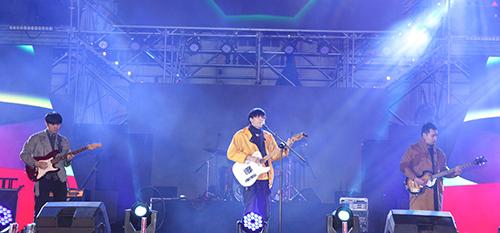 Gần đây, nhóm nhạc Ngọt được yêu thích qua bản hit Em dạo này.