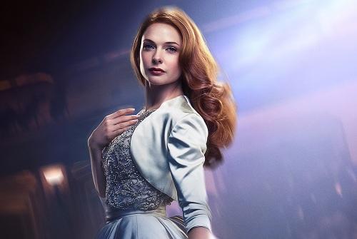 Rebecca Ferguson thủ vai một nữ danh ca trong phim.