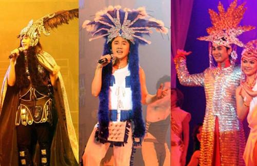 Liveshow Trái tim không bình thường vào cuối năm 2006 được xem là thông điệp về giới tínhcủa Lâm Chí Khanh. Chương trình này từng gây xôn xao thời bấy giờ vì ca sĩ lẫn khách mờihát nhép từ đầu đến cuối, còn nhân vật chính tập trung quá nhiều cho việc thay trang phục nên bỏ bê nội dung.
