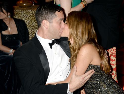 Năm 2014, Sofia Vergara say đắm trong vòng tay của hôn phu khi đó, Nick Loeb. Hai ngôi sao làm đám cưới năm 2015.