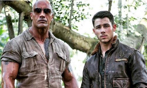 Ca sĩ Nick Jonas (phải) tham gia phim với một vai diễn bí mật.
