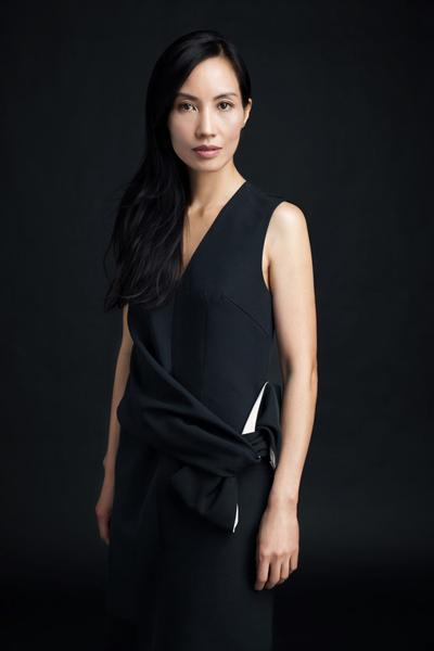 Trần Nữ Yên Khê ngoài diễn xuất trong các phim của Trần Anh Hùng còn làm thiết kế mỹ thuật, trang phục.