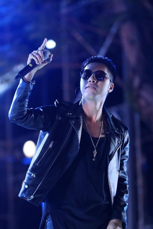 Giọng ca OnlyC không chỉ trình diễn trên sân khấu mà còn là giám đốc âm nhạc của đại nhạc hội này.