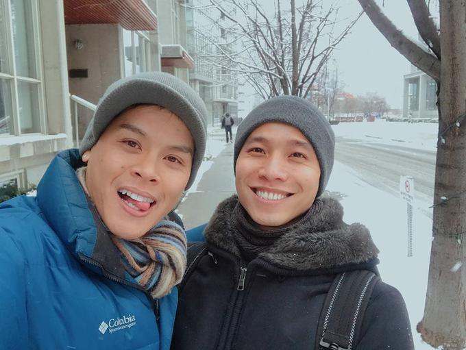 John Huy Trần và bạn đời hưởng trăng mật ở Canada