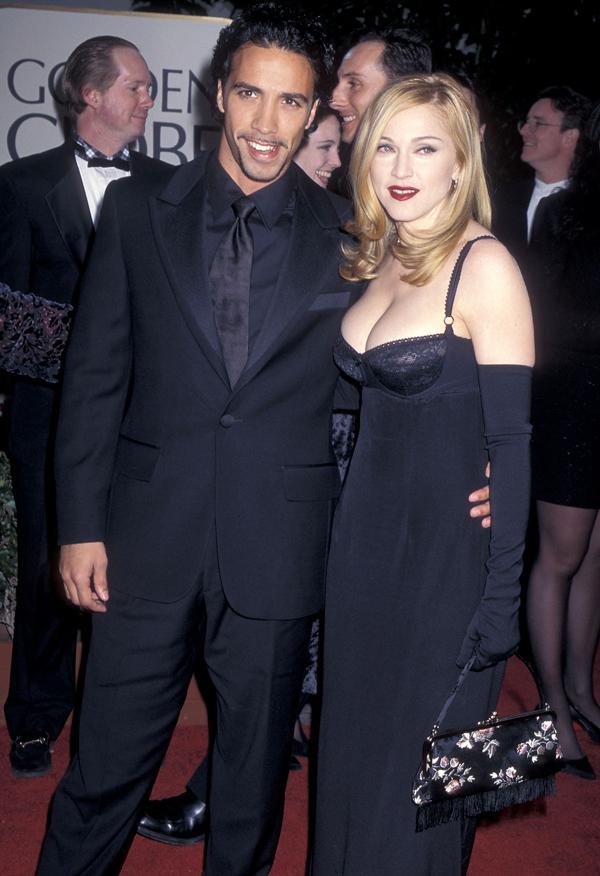 """<p class=""""Normal""""> Madonna với một thiết kế váy corset khoe vòng một năm 1997.</p>"""