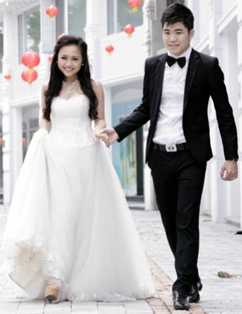 Ca sĩ Phương Thanh và ông xã Tiến Mạnh (phải).