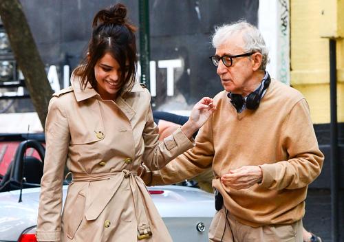 Woody Allen và Selena Gomez trên trường quay phim mới (chưa đặt tên).