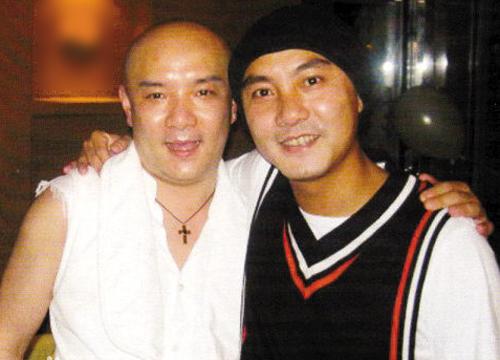 Hai anh em Trương Vệ Kiện (phải), Trương Vệ Di.