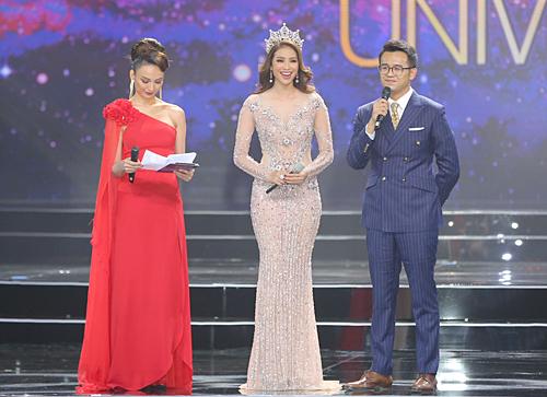 Phạm Hương (giữa) chia sẻ về hành trình hai năm đảm nhận cương vị Hoa hậu Hoàn vũ Việt Nam.