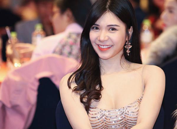 Người đẹp Thanh Bi diện trang phục sexy tham gia buổi lễ công bố cuộc thi vào sáng 5/1.