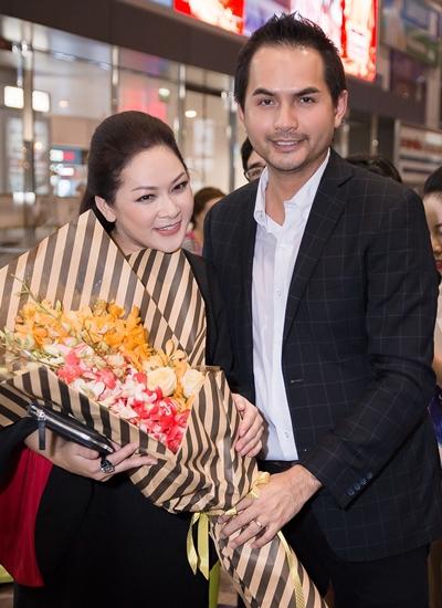 Đàn em - cựu người mẫu Đức Tiến đón Như Quỳnh về nước tối 4/1.