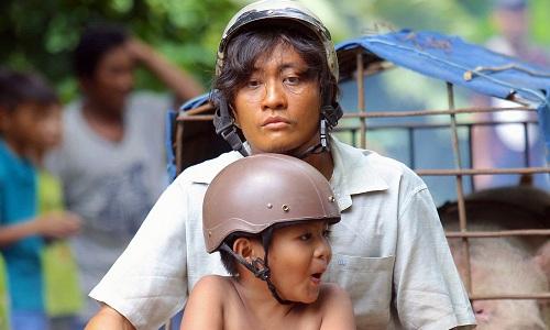 Lương Mạnh Hải và bé Duy Anh trong hai vai chính.