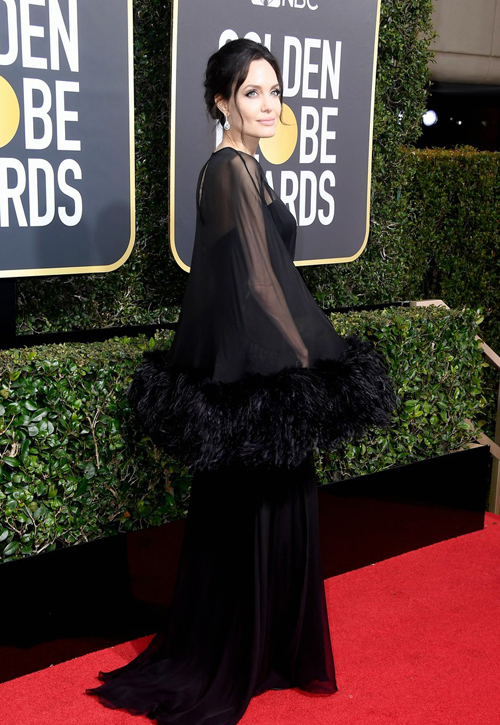 Pax Thiên đưa Angelina Jolie lên thảm đỏ Quả Cầu Vàng