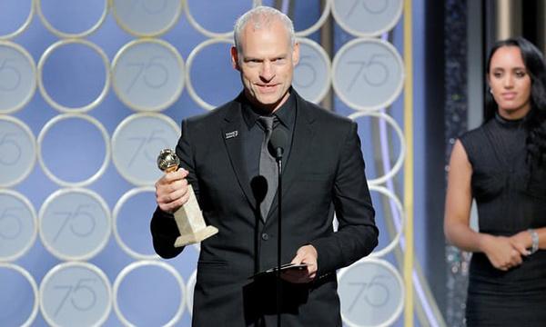 Đạo diễn Martin McDonagh lên nhận giải.
