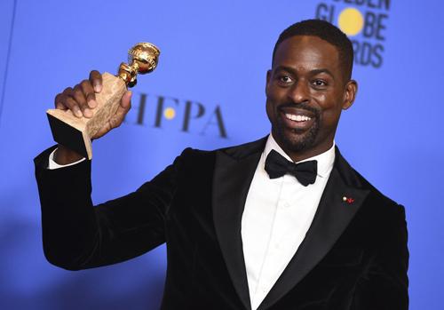 Sterling K. Brown nhận giải Nam diễn viên xuất sắc trong series chính kịch nhờ tác phẩm This is Us.
