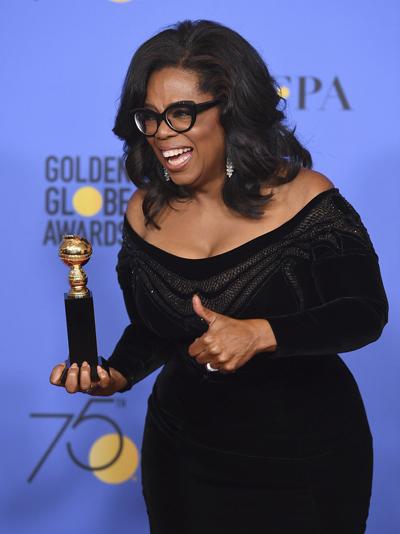 Oprah Winfrey được nhận giải thưởng Cecil B. DeMille - Thành tựu trọn đời và có bài phát biểu xúc động về nạn xâm hại tình dục ở Hollywood. Tôi biết chắc chắn rằng việc nói ra sự thật là công cụ mạnh mẽ nhất chúng ta có. Tôi muốn đêm nay dành tặng những phụ nữ phải chịu đựng nạn quấy rối và xâm hại hàng năm qua. Một ngày mới đã ở đường chân trời, và khi ngày đó tới, nó sẽ là vì những phụ nữ phi thường này, bà nói. Khán phòng hai lần đứng dậy, vỗ tay nồng nhiệt ở các điểm nhấn trong bài phát biểu của bà.