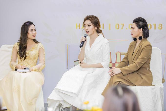 Huyền My mặc váy giống Phạm Hương, đi giày 5.000 USD