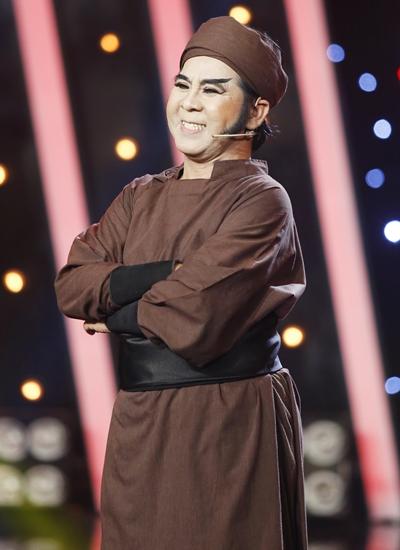 Bạch Long rút lui trong game show đầu tiên tham gia ở tuổi gần 60.