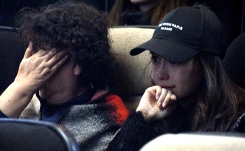 Mẹ của nam diễn viên và vợ - Angelababy - tới ủng hộ tài tử.