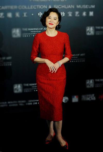 Lâm Thanh Hà chuộng sắc đỏ và diện nhiều trang phục đỏ phong cách quý phái. Trong ảnh là thiết kế củaDolce & Gabbana.