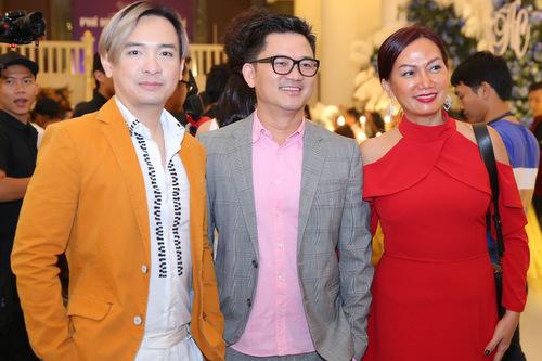 Ca sĩ Việt Quang (trái) và Kim Khánh.