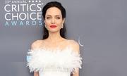 Angelina Jolie mặc váy quây lộ vai gầy trên thảm đỏ