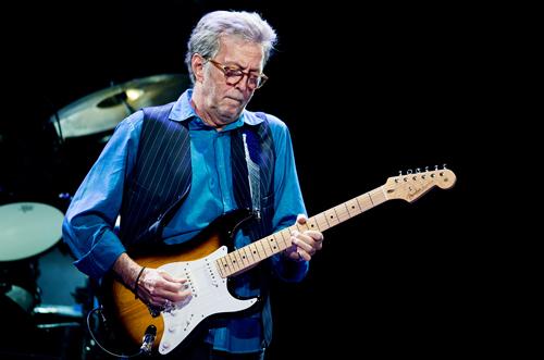 Eric Clapton vẫn biểu diễn dù sức khỏe không tốt.