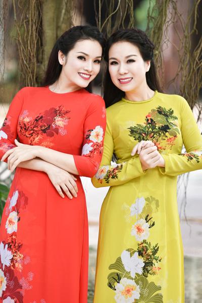 Ca sĩ Tân Nhàn và Thu Hà (phải).