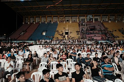 Nhiều khu vực chỗ ngồi vắng khán giả. Ảnh: Trần Minh.