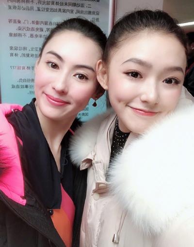 Lâm Doãn (phải) bên Trương Bá Chi - hai