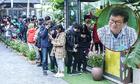 Fan chờ hàng giờ để gặp Nguyễn Nhật Ánh ký sách