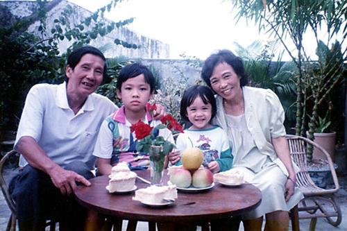 Vợ chồng nhạc sĩ Phạm Tuyên và các cháu.