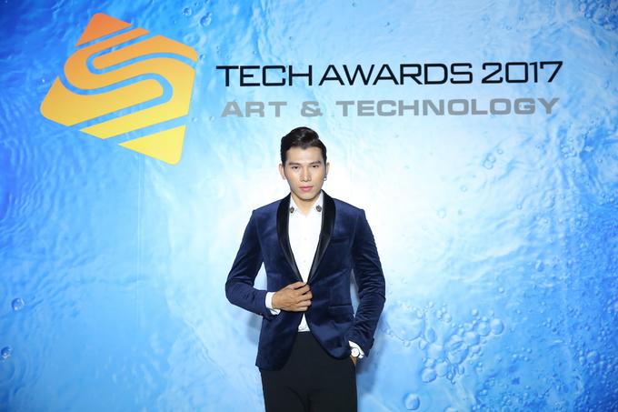 H'Hen Niê dự lễ trao giải Sản phẩm công nghệ xuất sắc