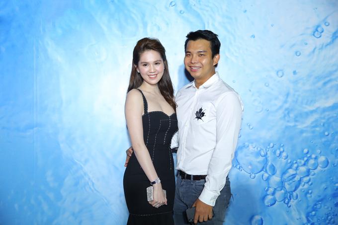 Ngọc Trinh diện váy ôm sát đến lễ trao giải Tech Awards