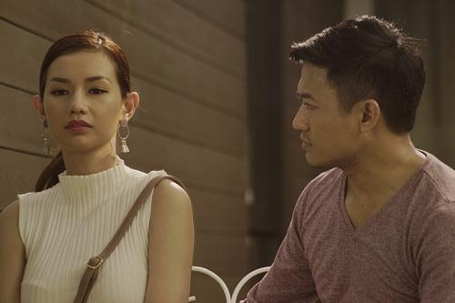 Quỳnh Chi (trái) và Quý Bình trong phim.