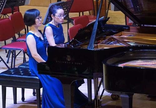 Ngoài ra, chương trình còn có sự tham gia của giảng viên Học viện Âm nhạc quốc gia Việt Nam như Đào Thu Lê, Trịnh Minh Trang, Nguyễn Hoàng Hải...  Những nhạc phẩm của nhà soạn nhạc nổi tiếng được trình bày trong Journey to Magic như Vũ khúc Hungary số 1 (Brahms), Concerto Op. 88a (Bruch)...