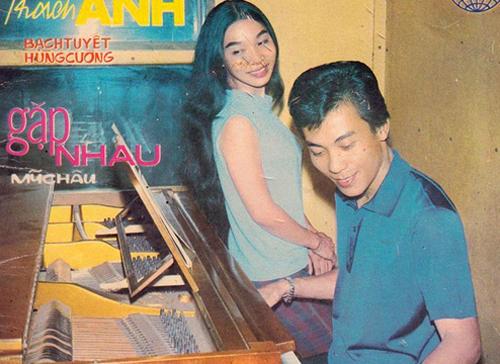 Cặp nghệ sĩ trên trang bìa quảng cáo.