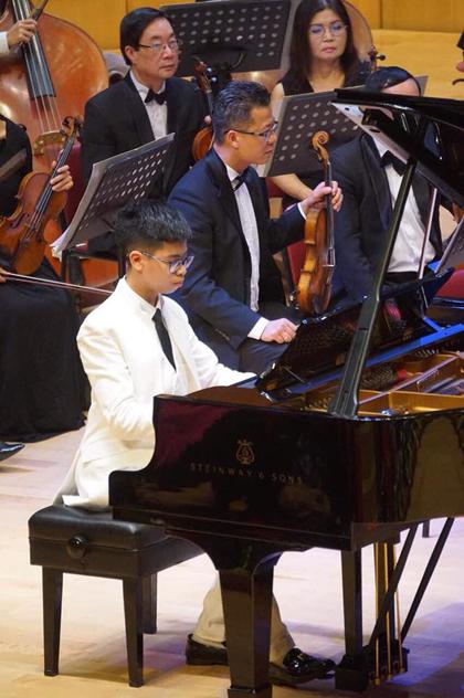 Chương hai và ba của nhạc phẩm do Công Xuân Thành (14 tuổi) trình diễn. Xuân Thành từng giành giải ba cuộc thi Yamaha Piano Festival 2009.