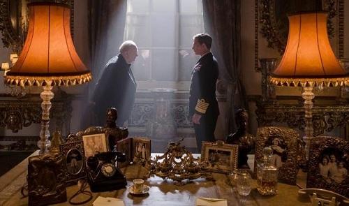 Cảnh đầu tiên Churchill và nhà vua gặp nhau trong phim.