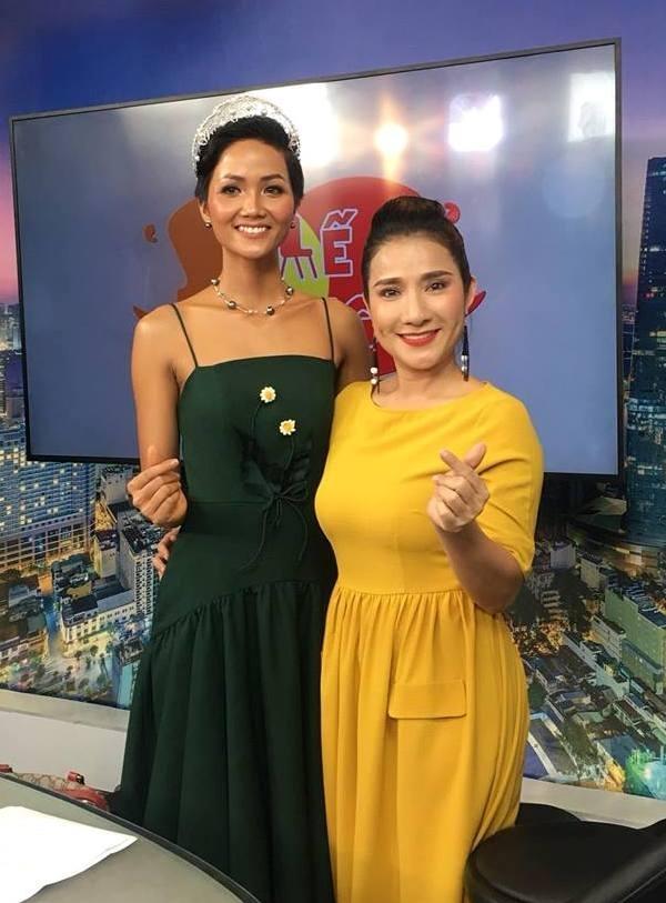 Gu mặc gợi cảm của Hoa hậu H'Hen Niê sau đăng quang