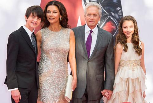 Gia đình Michael Douglas và Catherine Zeta-Jones.