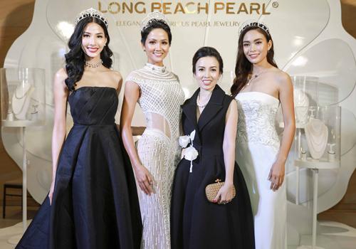 Top 3 Hoa hậu Hoàn vũ Việt Nam 2017 và chị Mỹ Cảnh  Tổng giám đốc Long Beach Pearl