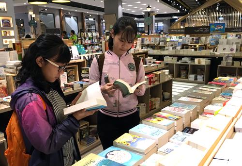 Sáng 19/1, Thành phố sách châu Âu ở TP HCM đón các khách mời tham quan trước ngày mở cửa.