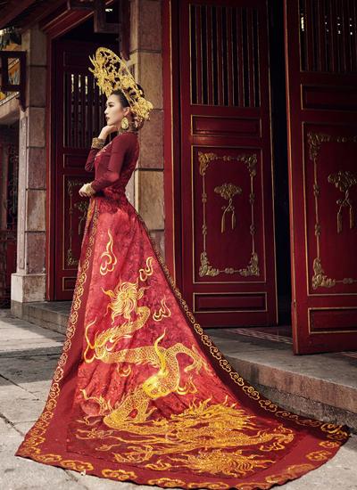 Bộ áo dài của Tường Linh khi thi Miss Intercontinental.