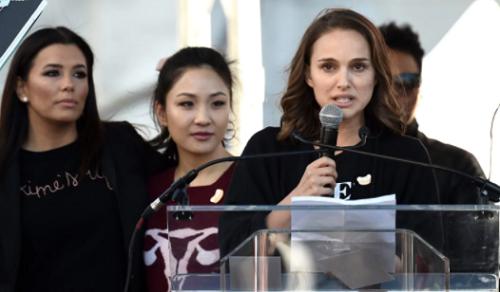 Natalie Portman trong buổi diễu hành.