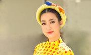 Hoa hậu Mỹ Linh diện áo dài họa tiết mùa xuân xuống phố