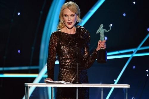 Nicole Kidman nhận giải cho nữ diễn viên trong series ngắn tập.