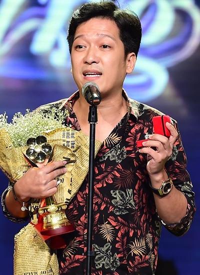 Trường Giang cầu hôn Nhã Phương ở lễ trao giải. Ảnh: Lý Võ Phú Hưng.