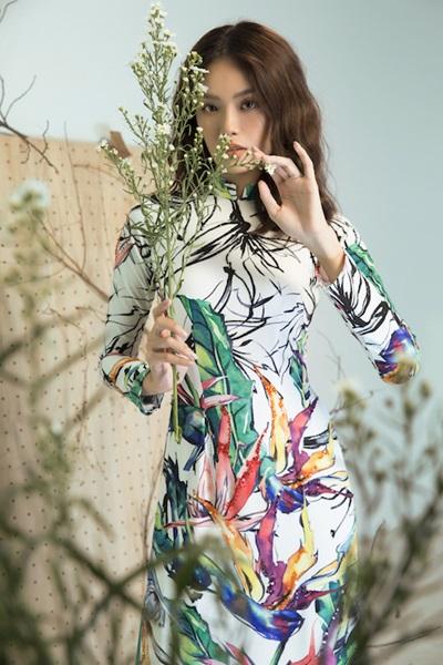 Áo dài họa tiết cánh chim, lá cây của Liên Hương - 3